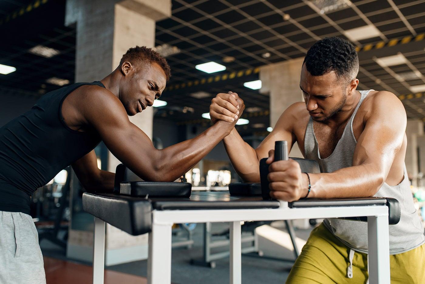 two-men-fighting-arm-wrestling-training-in-gym-CQ468DL-min.jpg